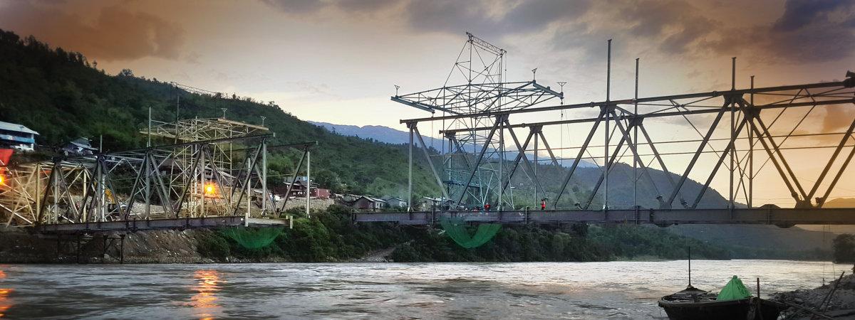 twin cantilever launch of Arun river bridge, Nepal